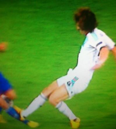 BIueGwyCAAE8hmD Lucky to stay on & score the winner? David Luizs horror challenge on Phillip Degen