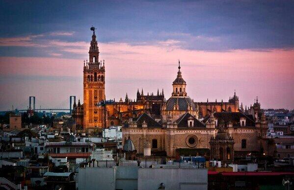 Un atardecer en Sevilla. http://t.co/Q2ebRMMc4z