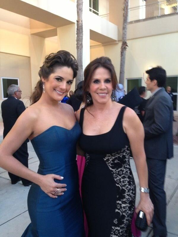 RT @Seara_sabrina: #alfombraroja de los #LatinBillboard2013 con @rebecajones http://t.co/SRWic1eSq1