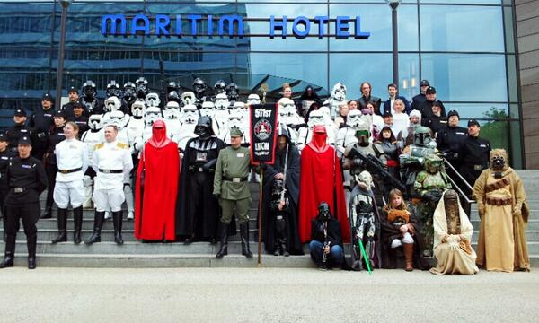 RT @cosplay_de: #fedcon 2013: 501st German Garrison. Photo: HCB @fedcon #cosplay http://t.co/2NpUPsAiHO