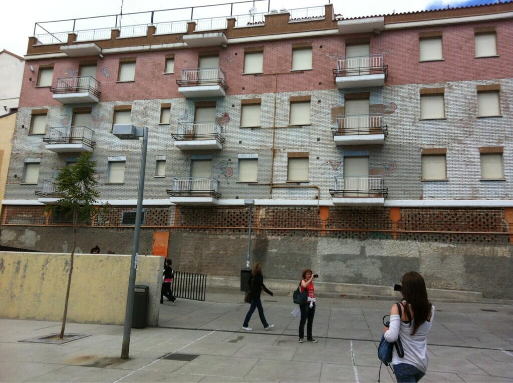 Nueva ocupación en @barrioLavapies (vía @cler_ks) en Cabestreros! Bravo! http://t.co/Ef03w7m30q