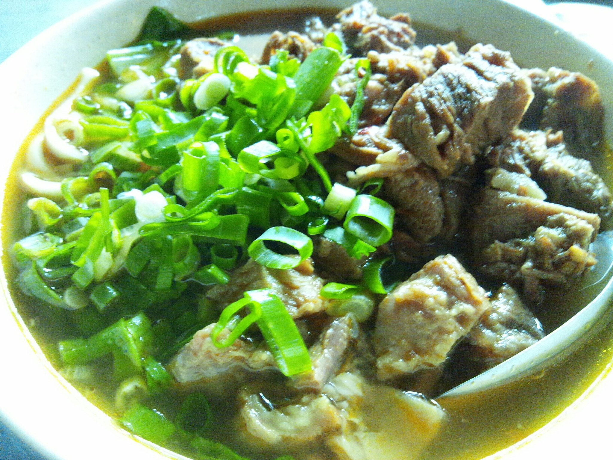 RT @taiwan_lover: 阿娥水餃攤(台北市南京東路二段21巷口路セブンイレブン脇)は水餃子が一番人気だが、二番目が原汁牛肉麺NT$90で凄い人だかり@@。少しだけ辛いが美味しい♪ #台湾旅行 http://t.co/X4j1dX1l7p