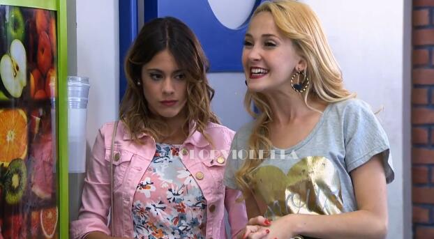 #BridgitEnVioletta: Ludmila y Violetta hablando con ella. ¿Creen que se llevarán bien? http://t.co/b4EXz90Qk1