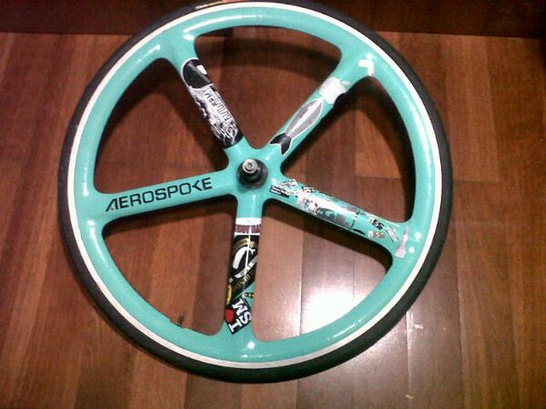 RT @Dauud134: WTS rear aerospoke (vittoria compettion+cog17t+lockring) 2,2 nego 085759168266/29D640AA @fixedandfurious @GIRPATEN http://t.c…