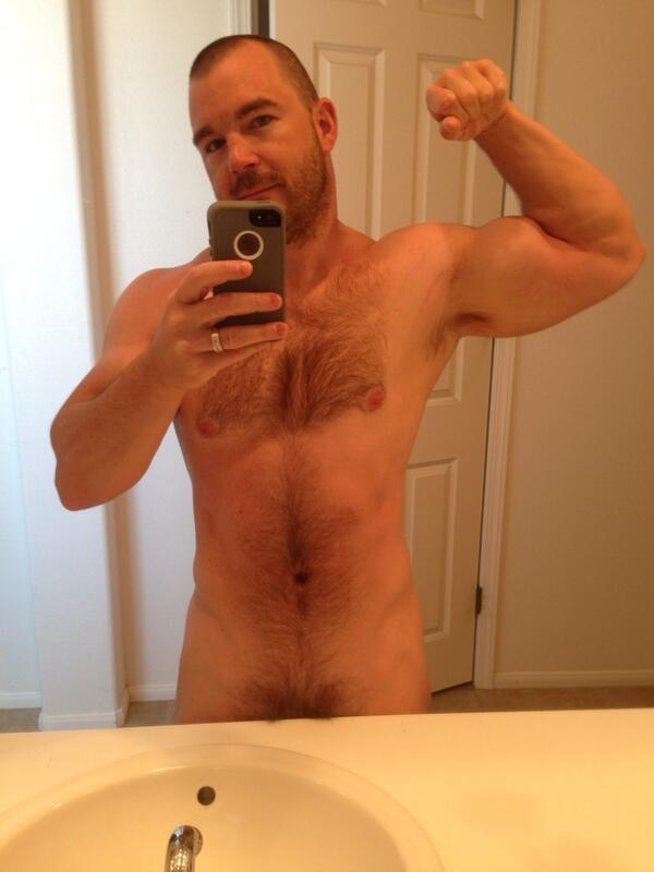 STR8cam Jeff (@str8cam): Hairy yes. Fat & repulsive, no.. Lmao. I think they are blind. Not as lean as I used to be but not bad for 33 http://t.co/nJtJ865eVa