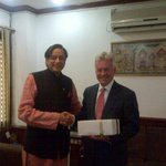 Presenting souvenir to Alan Duncan, UK Secretary of State for International Development, after a stimulating exchange