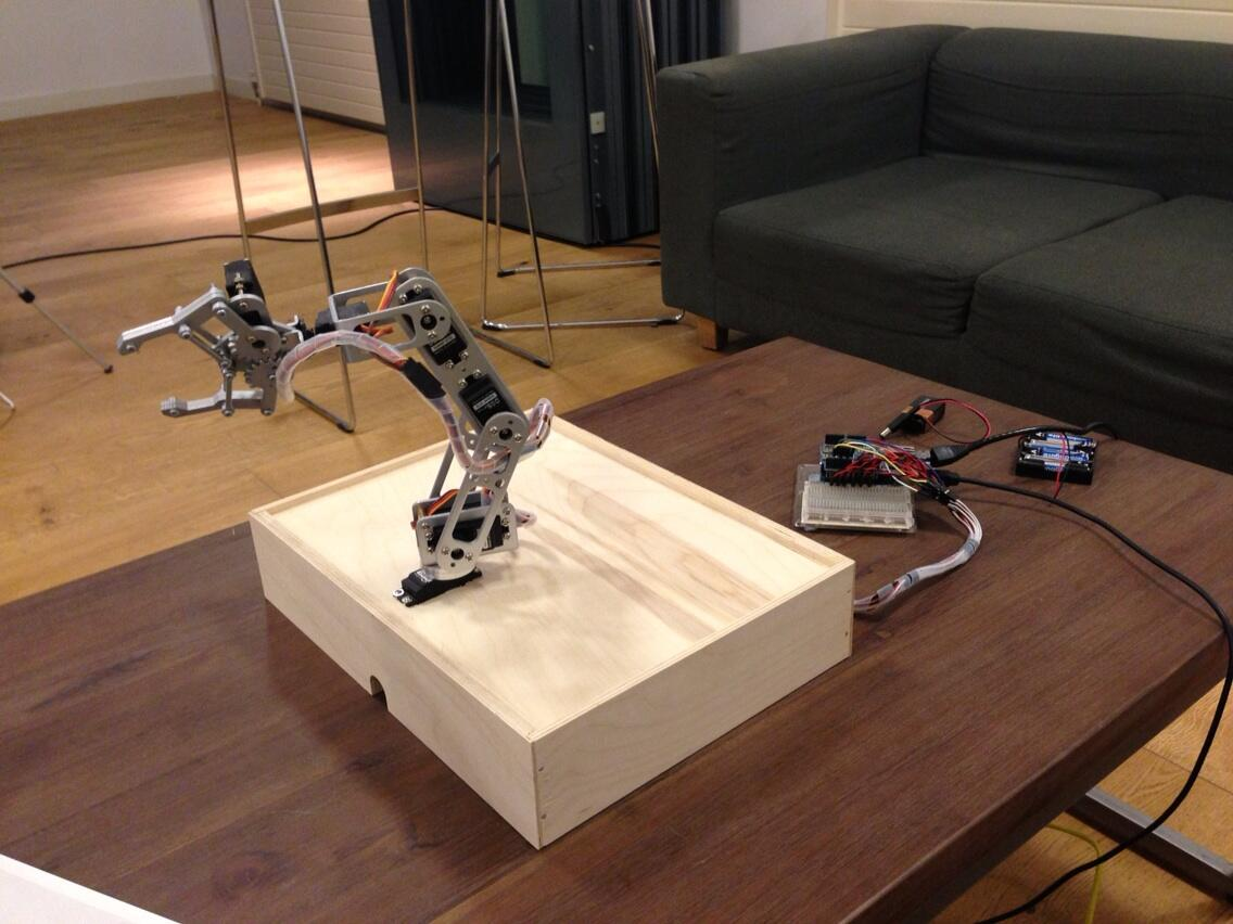RT @FatMan_Chan: Robotic arm done, mobile as controller to @arduino Uno & Ethernet Shield via Sockets ... :D http://t.co/bEoXE3kOCW