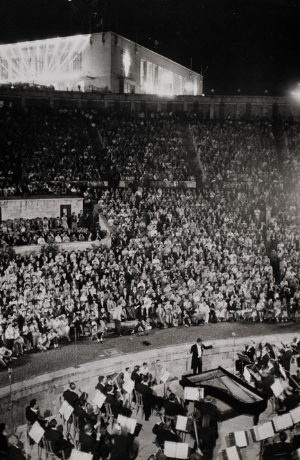 From the @NYPhilArchive, a shot of Lenny conducting us in Istanbul in 1959. Crowds literally fought for tickets! http://t.co/yYL5tPpds5