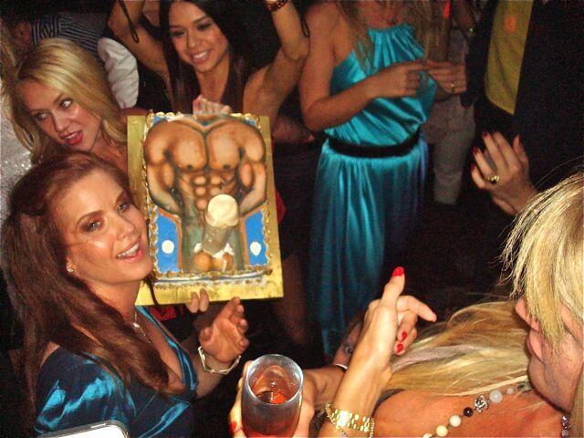 "RT @AmandaCerny: ""@CarrieStevensXO: best birthdy cake ever http://t.co/aLU1ZGzgRL"" hahahaha"