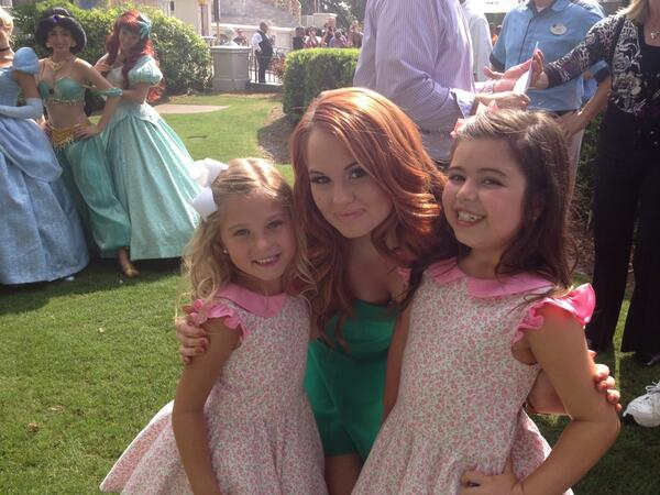 RT @PrincessSGB: It was SO GOOD to meet @TheDebbyRyan at #DisneyWorld 💗💗💗 http://t.co/jvcDsYCfk8