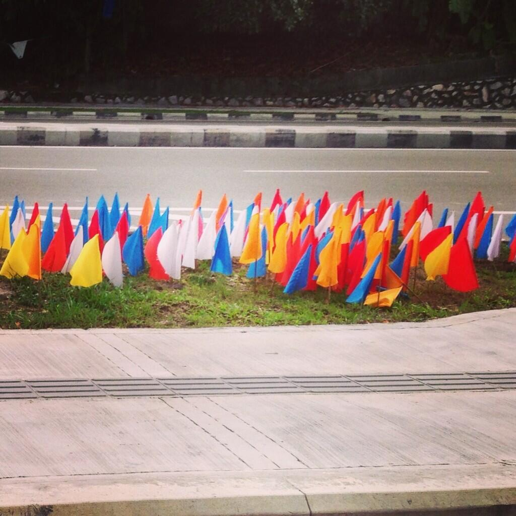 Are you afraid of little colorful flags? #GE13 #BetterNation #IniKaliLah http://t.co/wR8TqsrZFe