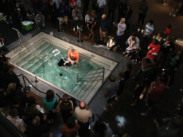 RT @AllenBaker: Nothing gets your day going like a group of new believers being baptized! #chains @newspring http://t.co/eDVKsKjagi