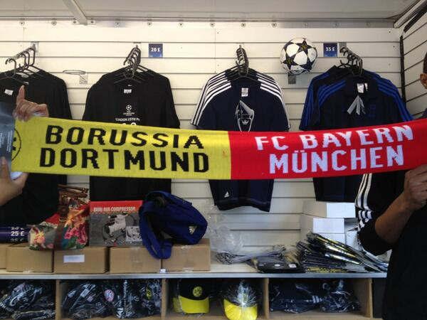 Are you supporting @BVB or @FCBayern in the #UCLfinal? Can't decide? This scarf is probably for you ... http://t.co/5OeKubssFt