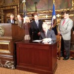 MN Gov Dayton signs Education bill; includes All Day K, early learning scholarships, classroom funding. #mnleg http://t.co/NyG3opuAdr