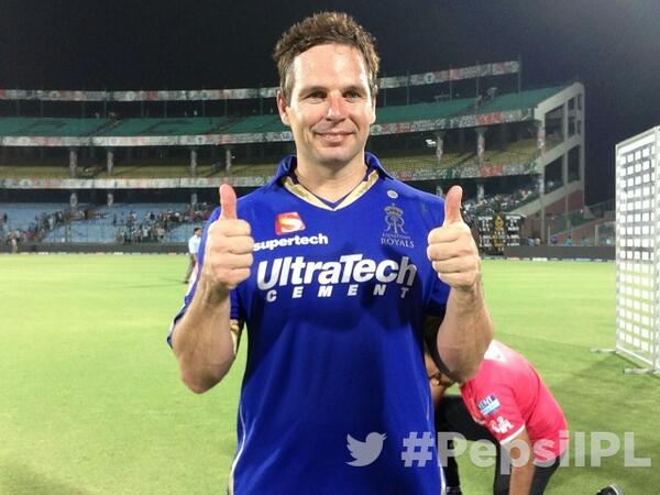 . @rajasthanroyals ' Brad Hodge poses for #TwitterMirror after his match-winning knock in Eliminator #PepsiIPL http://t.co/CcdDO6yZkW