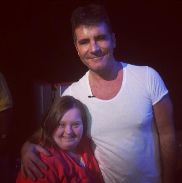Simon Cowell with a very happy fan at the end of the @TheXFactorUSA afternoon session. #XFCharleston http://t.co/QiMYwYJBAD