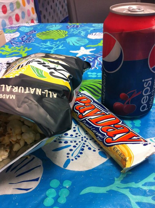 "Vending machine lunch today. Bleh. <a class=""linkify"" href=""http://t.co/a5VASA8PHj"" rel=""nofollow"" target=""_blank"">http://t.co/a5VASA8PHj</a>"