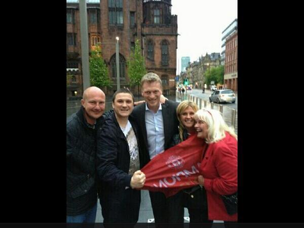 David Moyes está en Manchester [@gallaghersgym] http://t.co/wWWBtcSu0U