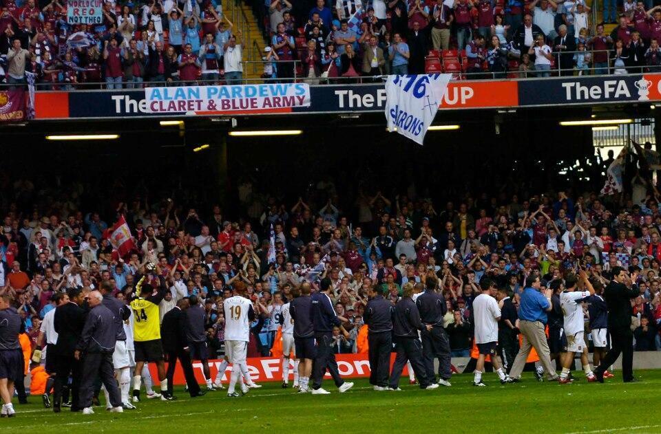 #OnThisDay 2006 - Liverpool menang adu pinalti dengan West Ham di final Piala FA 2006 di Stadion Millennium Cardiff. http://t.co/GrMfuFrXbb