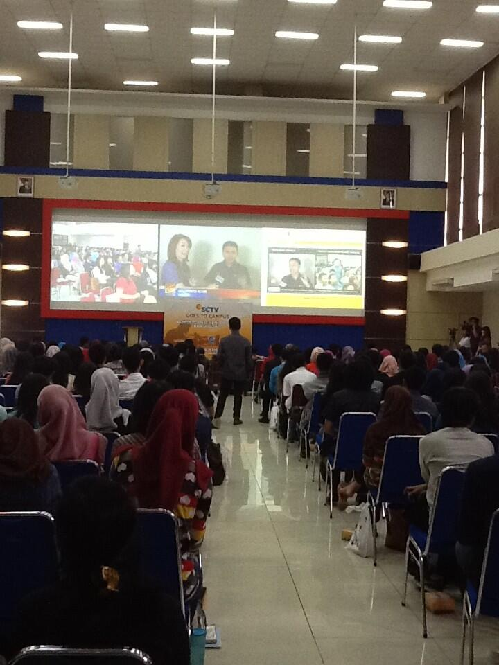 Boy Bakamaro dr SGTC Bandung berinteraksi dgn Retno Pinasti di studio Liputan 6 Terkini SCTV Jakarta http://t.co/Oew8lx4DNd