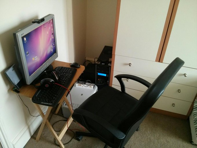 My new setup... *long sigh* :| &lt;a class=&quot;linkify&quot; href=&quot;http://t.co/LZnHT0ACFA&quot; rel=&quot;nofollow&quot; target=&quot;_blank&quot;&gt;http://t.co/LZnHT0ACFA&lt;/a&gt;