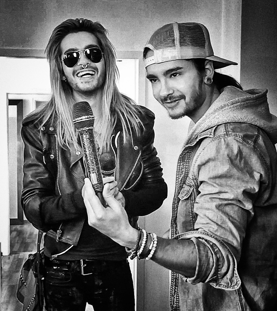 Tom is our new lead singer - NOT ! Bill #BTK #Aliens http://t.co/IJUHUs9M4x