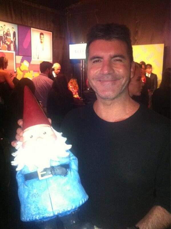 .@SimonCowell signs a new judge for @TheXFactorUSA at the #foxupfronts party last night. http://t.co/FTUNdpfmC9