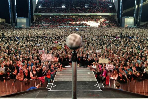 The Centermic posted directly to Twitter here.  I'm thinking the photo looks much clearer than posting through IG http://t.co/JoReRUWHyL