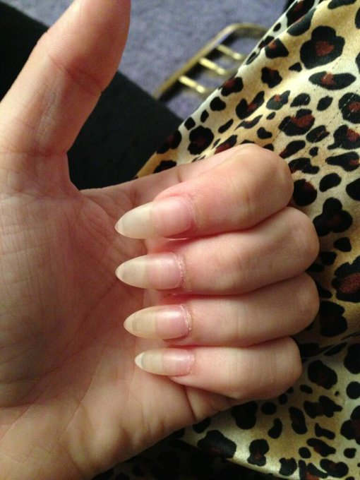 "I'm repainting my nails but I didn't realize how long they are. <a class=""linkify"" href=""http://t.co/C7RkCzhOiP"" rel=""nofollow"" target=""_blank"">http://t.co/C7RkCzhOiP</a>"