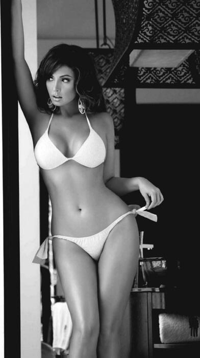 "RT @AmandaDarwish: ""@gunner_russ: Sexy in white. http://t.co/nN2FS5jRAm"""