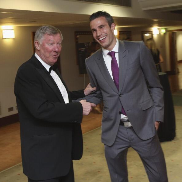 Robin Van Persie y Sir Alex Ferguson en la gala del club http://t.co/ASfemo585j