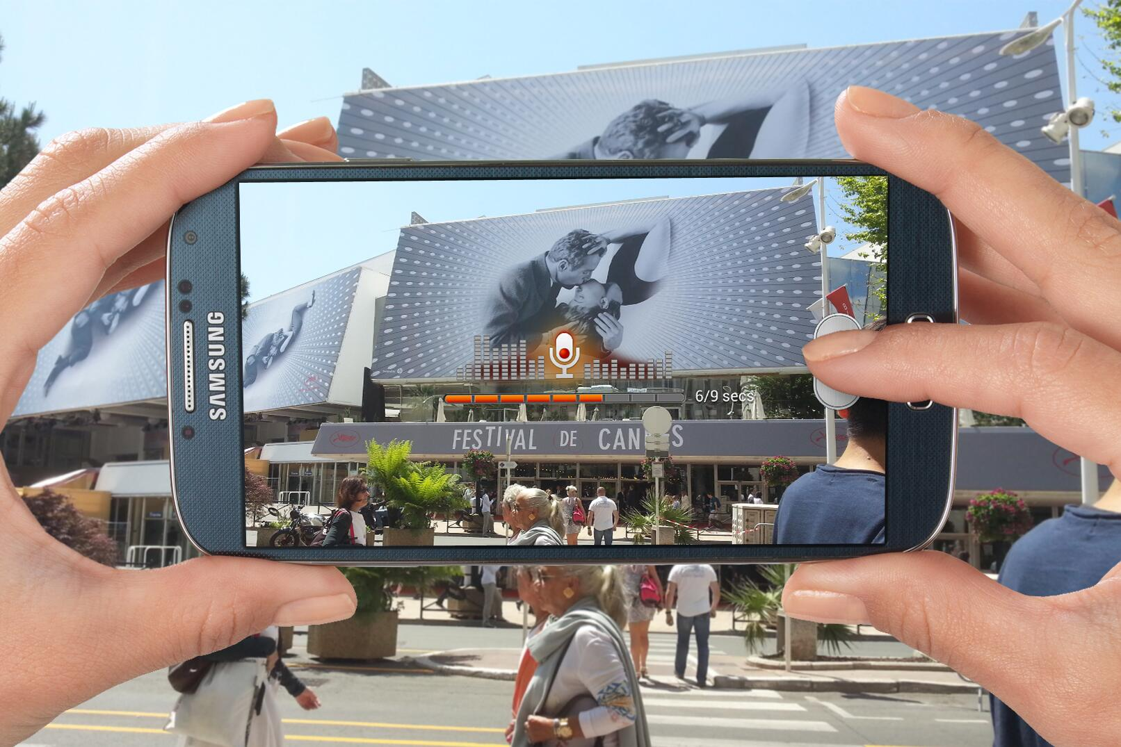 """""""Hi Samsung Mobile fans, we're at #Cannes2013 for the @gatsbymovie premiere."""" #GALAXYS4 using Sound & Shot. http://t.co/Z6RHk5jvXl"""