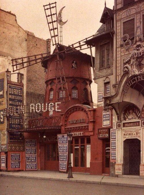 Moulin Rouge, Paris, France. http://t.co/u52fCrpYHN