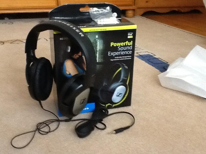 "Unboxing on the epic headset soon on qualitydarrenhd :) <a class=""linkify"" href=""http://t.co/HxvDi0etIS"" rel=""nofollow"" target=""_blank"">http://t.co/HxvDi0etIS</a>"