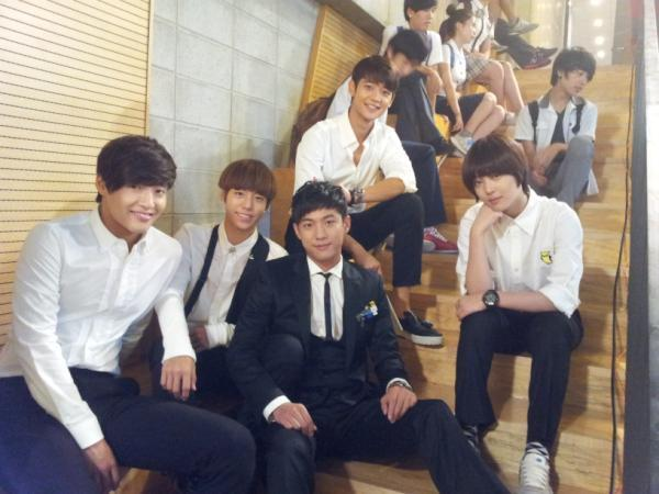 [PIC] Sulli & Minho with 'To the Beautiful You' Cast. http://t.co/fRmsmUIqWV