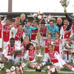 Ajax D1 heeft de beker gewonnen door - met een man minder - Volendam met 3-2 te verslaan! http://t.co/aSbO1r63md