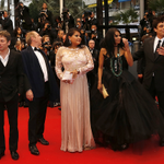 Monte des marches : JIMMY P. de Arnaud Desplechin/ Red Carpet: JIMMY P. by Arnaud Desplechin #Cannes2013 http://t.co/XxnwhHwUZQ