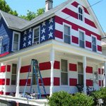 Homeowners Association told man he couldn't the American flag in his yardHis Response: