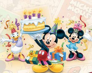 ケーキをもったミッキー! 誰の誕生日なのかなー?(*^^*) https://t.co/5daIhIXAas
