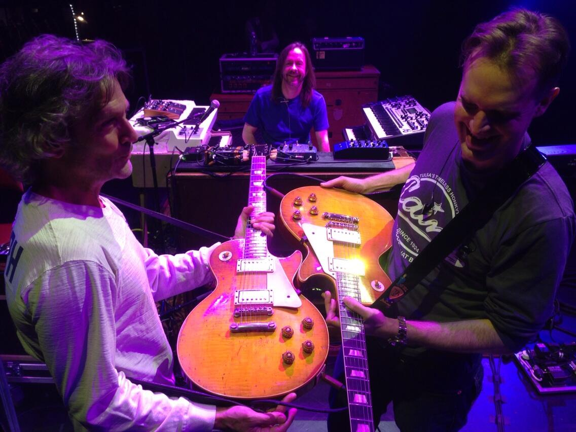 RT @JBONAMASSA: Here is the legend Billy Squire and I comparing 59 Les Paul's! Thank you Billy for being such a great guest tonight! http://t.co/zBGEFqqjLo