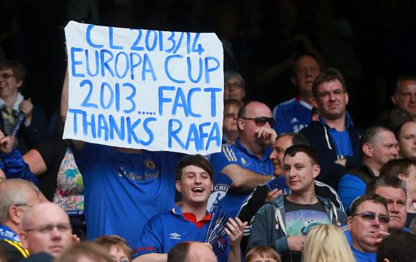 BKo0pH2CEAAkB6f Chelsea fans display banners thanking Rafa Benitez (Photos and tweets)