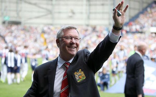 PIC: Fergie, with his last ever pack of matchday chewing gum in his hand, salutes the Hawthorns crowd #MUFC http://t.co/2k0nfmnhnm
