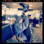 @ddlovato: Just stretching in the airport!! http://t.co/rkMU6T9ny9 whattt