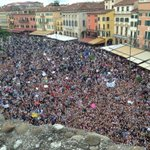 &quot;NiallOfficial: The best scenes Ive seen! Oh my god! Best fans on the planet is an understatement http://t.co/CiFVlswIlE&quot;
