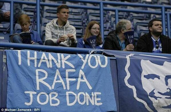 BKo933eCEAEwPwl Chelsea fans display banners thanking Rafa Benitez (Photos and tweets)