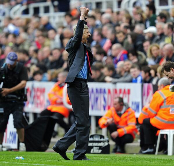 JOY FOR ARSENAL. Arsene Wenger greets the final whistle... http://t.co/0B9yO0CX5R