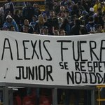 Ayer, un grupo de hinchas junioristas en Bogot de la tribuna occidental, mostraron su rechazo hacia Alexis Garca. http://t.co/786CFsEEbb