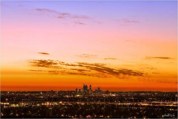 An amazing capture of Perth by @sundaysunset_me. http://t.co/FxtdJznhLc