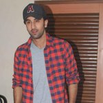 Ranbir injures his back. - http://t.co/135uynHw1Q ::