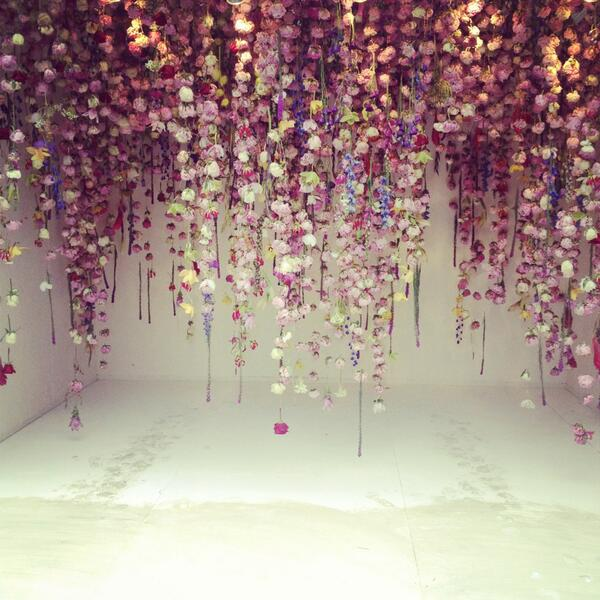 A picture of jaw dropping beauty... cascading flowers by Rebecca Louise Law #RHSChelsea http://t.co/47kFapPs06